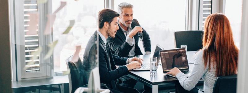 empleados-trabajando-ideas-negocio