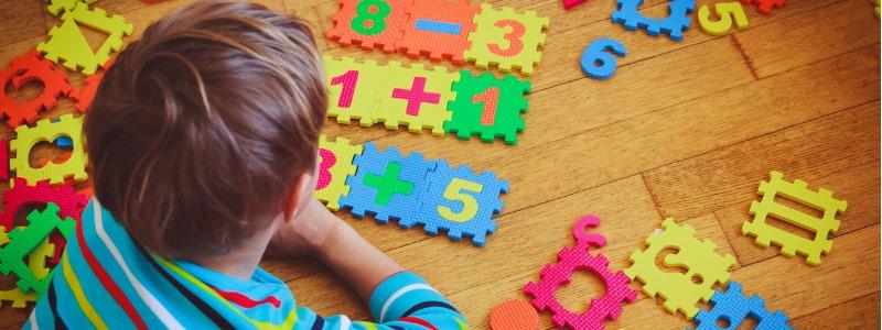 nino-aprendiendo-matematica-stem