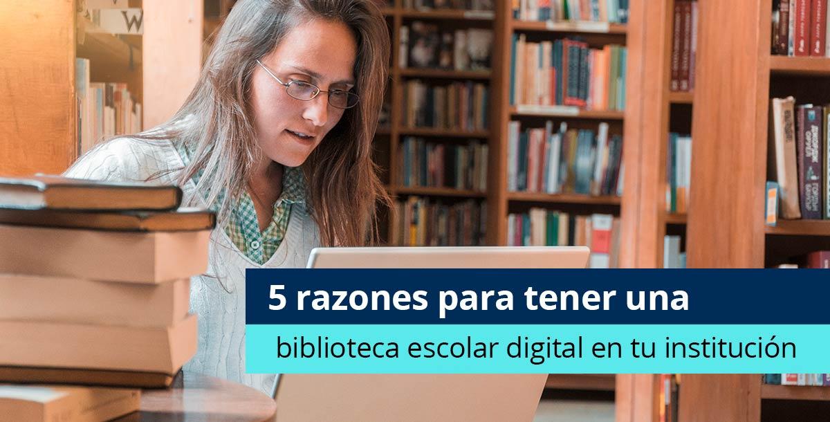 joven usando biblioteca escolar digital